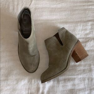 Urban Outfitters Suede Slip On Ankle Boots 8